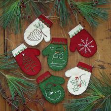 Weihnachtliche Filzanhänger.