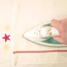 3. Nach Fixierung ist die Stoffmalfarbe lichtecht und waschbeständig (linksseitig bis 40°C).