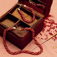 """Komplettpackung """"Häkel-Collier mit passendem Armband aus glänzenden Rocailles"""""""