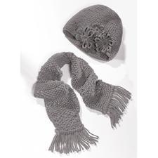 Modell 223/2, Mütze mit Häkelblume und Schal aus Merino-Classic von Junghans-Wolle