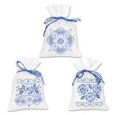 """3 Duftbeutelchen """"Weiß-Blau"""" im Set Stickereien in Blau-Weiß – luftig frisch und dennoch zeitlos klassisch."""