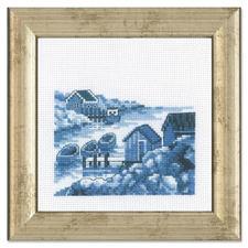 """Miniatur-Stickbild """"Schären"""" Stickereien in Blau-Weiß – luftig frisch und dennoch zeitlos klassisch."""