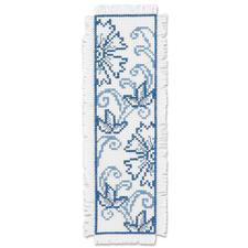 """Lesezeichen """"Blaue Blumen"""" Stickereien in Blau-Weiß – luftig frisch und dennoch zeitlos klassisch."""