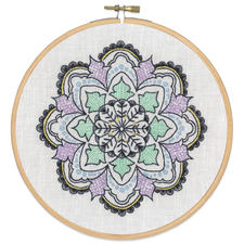 Stickbild - Mandala Stickbilder auf Halbleinen-Gewebe.