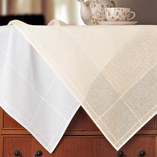 Tischdecken mit eingewebtem Aidafeld, das die Stichgröße genau vorgibt.