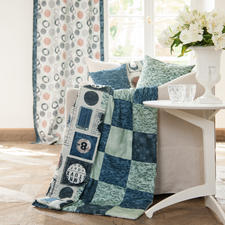 Vorhang: Näh-Idee aus dem Buch - Neues aus dem Nähmaschinen-Atelier. Kissen 40 x 40 cm: Näh-Idee aus dem Buch - Nähen für absolute Anfänger. Plaid: Näh-Idee aus dem Buch - Lieblingsstücke selbst genäht.