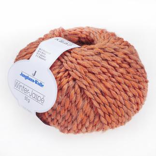 Winter-Jaspé von Junghans-Wolle Gefärbte und naturbelassene Kammzüge, versponnen zu einem vielseitigen Melangegarn.